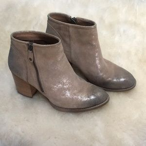 Söfft Champagne Shimmery Booties Holiday Ready